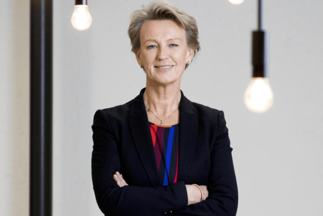 Elisabeth Heggelund Tørstad, administrerende direktør i Asplan Viak, rapporterer heldigitalt på et godt år for selskapet. Foto: Nina Rangøy