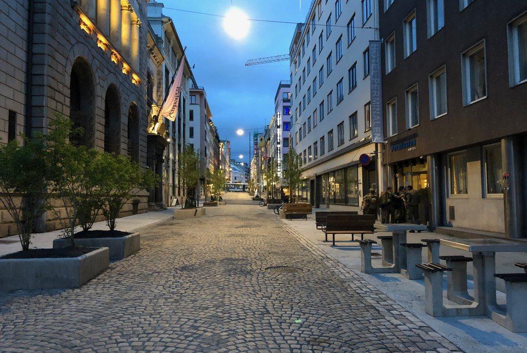 Nyrehabiliterte Øvre Slottsgate åpner lørdag 31. august med nylagte, 100 år gamle brostein. Foto: Asplan Viak