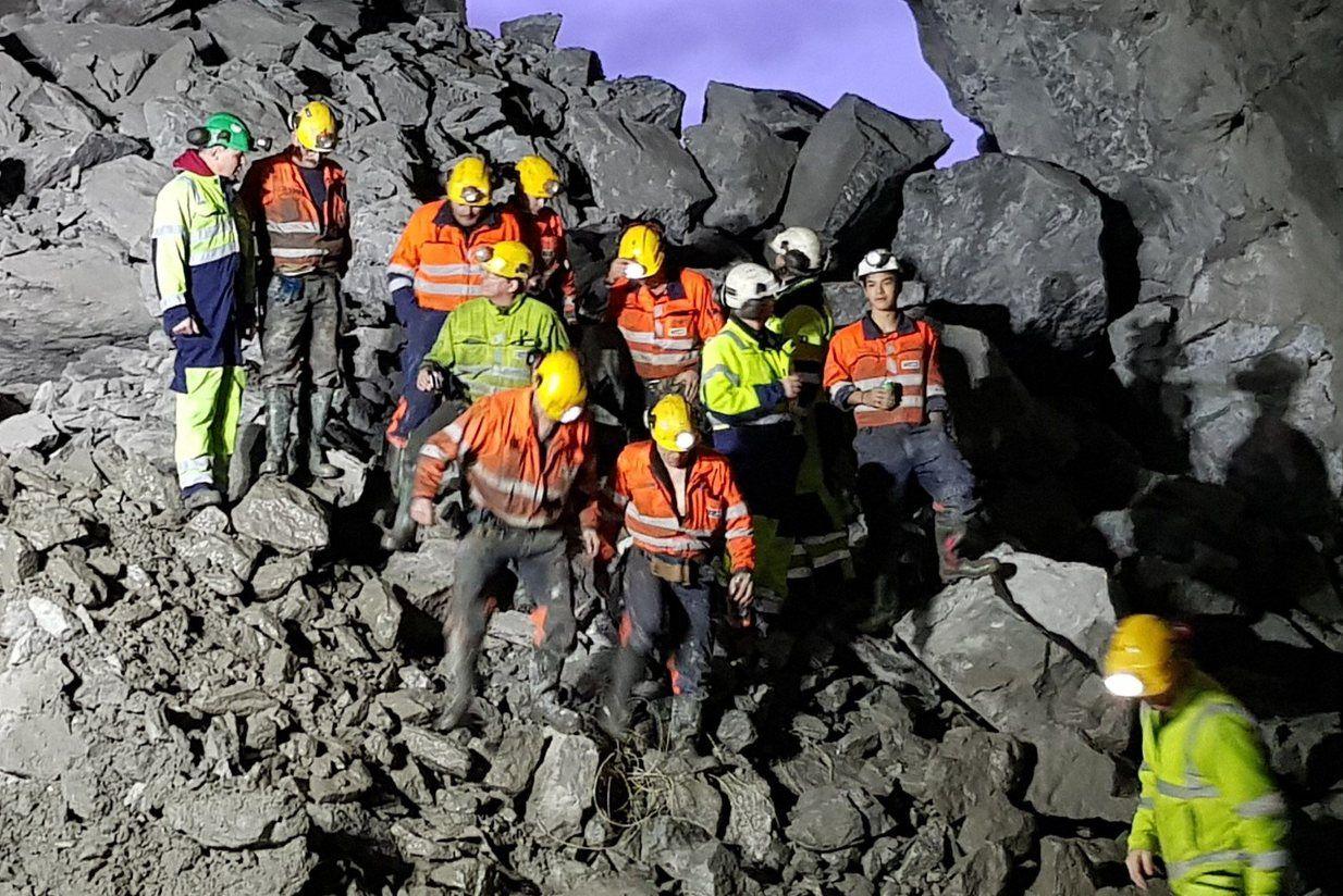 På tross av forholdsvis liten bergoverdekning og nødvendige hensyn til naboene over tunneltraseen, har tunellarbeidet gått helt etter planen. Foto: Asplan Viak