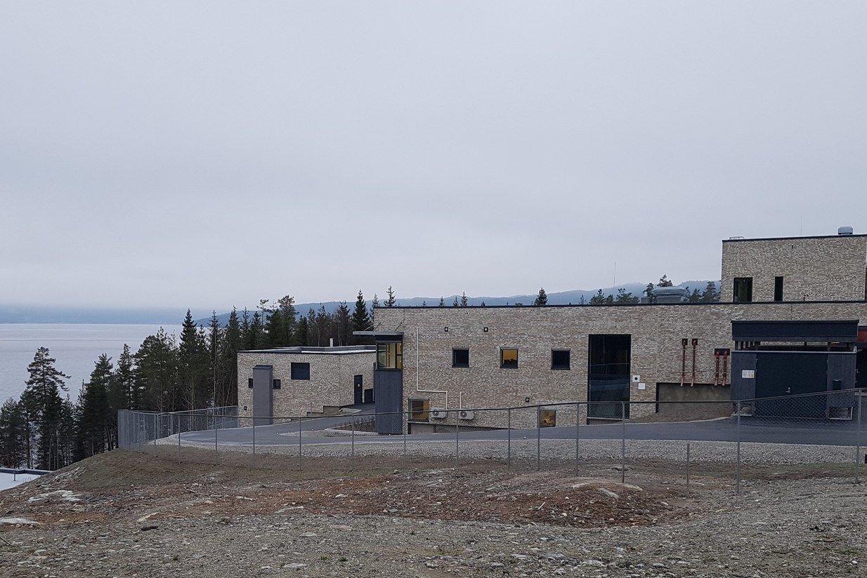 Hurdalssjøen er det nyeste vannbehandlingsanlegget basert på Moldeprosessen. Anlegget ble satt i drift i desember 2018. Foto: Asplan Viak.