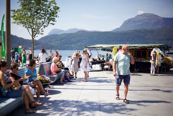 Torget i Sand er den nye sosiale samlingsplassen. Bilde fra Ryfylkedagene. Skattekammeret Suldal, Foto: Lise Bjelland