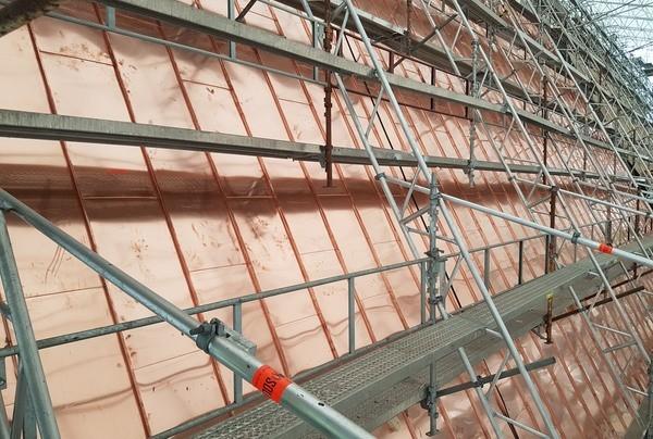 Taket etterisoleres og får nye kobberplater. Foto: Egil Eide/Asplan Viak