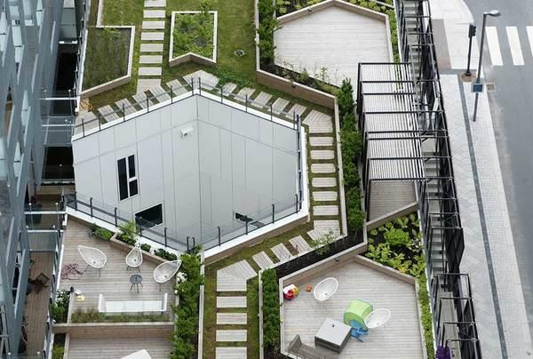 Mange ulike rom på taket, felles og privat. Foto: Kristina B. Holmblad