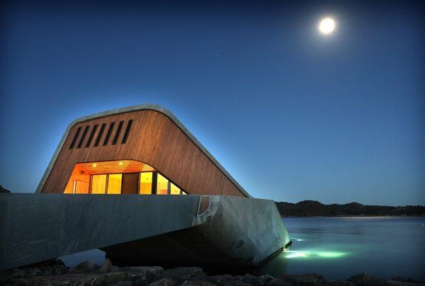 Undervannsrestauranten Under ved Lindesnes, der Asplan Viak har vært byggteknisk rådgiver. Foto: Kjartan Bjelland, Fædrelandsvennen