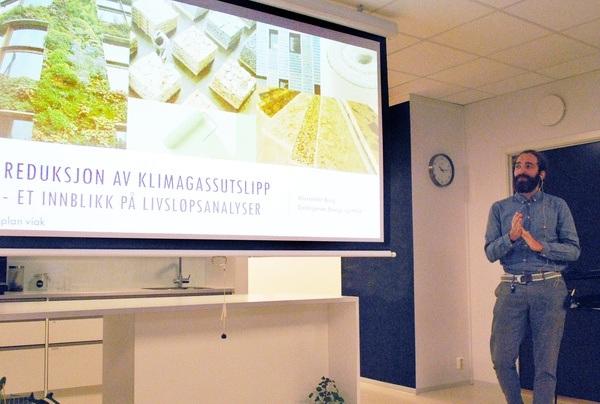 Alexander Borg fra Asplan Viak gir et innblikk i hvordan man jobber med livsløpsanalyser og klimagassregnskap i prosjektene. Foto: Asplan Viak