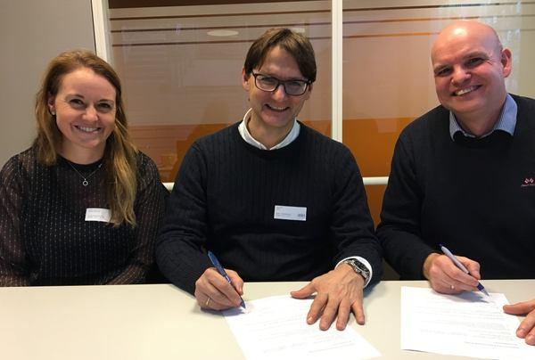 Fra venstre: Vibeche Håheim Kind, gruppeleder Samferdsel, Dag Hveding, avdelingsleder Samferdsel og Arnt-Ivar Weum, seksjonsleder i Statens vegvesen.