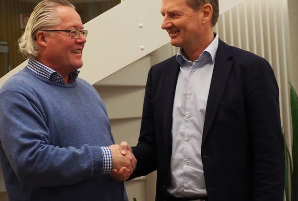 Daglig leder i PABAS, Ketil Bakkejord (t.v.) og administrerende direktør i Asplan Viak AS, Øyvind Mork har inngått avtale om oppkjøp.