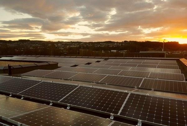 Solceller på taket. Foto: Asplan Viak